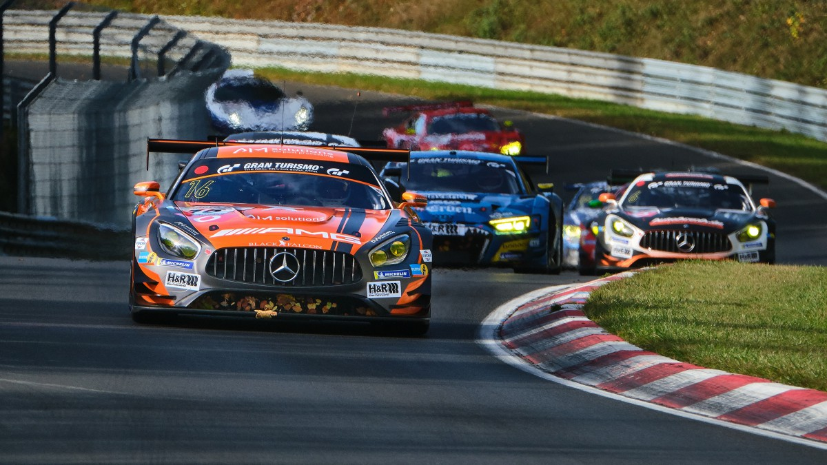 高速飞驰的赛车图片